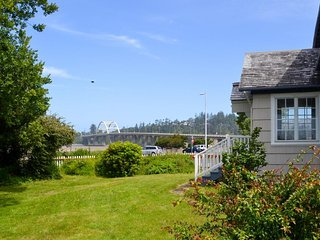 Gorgeous dog-friendly bayview home - walk to beach, shops, & restaurants! - Waldport vacation rentals