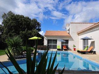 Chambres d'hôtes  au Pic St Loup, avec piscine à 25 minutes de Montpellier - Saint-Mathieu-de-Treviers vacation rentals