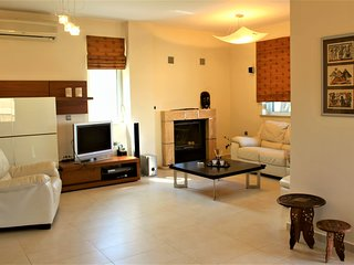 Lovely 3 bedroom House in Agia Marina with Deck - Agia Marina vacation rentals