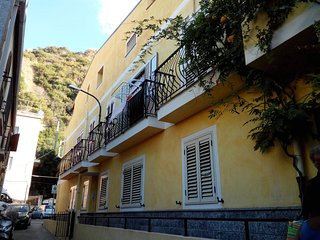 Bright Apartment with Washing Machine and Waterfront in Scilla - Scilla vacation rentals