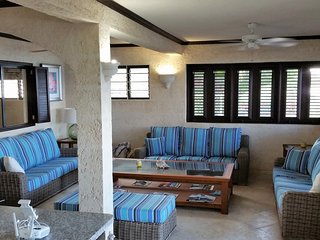 EXCLUSIVE 3 BEDROOM GROUND FLOOR BEACH APARTMENT - Black Rock vacation rentals
