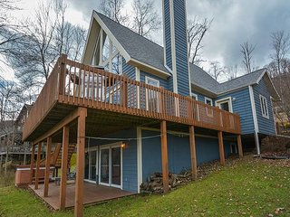 Centrally located lakefront chalet! - McHenry vacation rentals