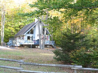 Beautiful chalet in Amenity filled Arrowhead Lake Community - Thornhurst vacation rentals