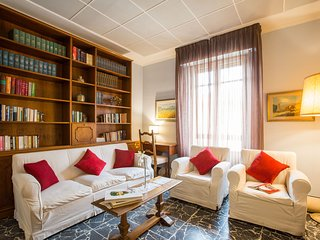 LA FARINA SUITE HOME - BIG APARTMENT - Florence vacation rentals