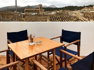 Casa Tomeu in Pollensa, quiet in a very good location, wifi, tv near the center - Pollenca vacation rentals