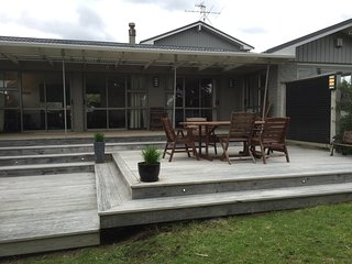 Comfortable House with Deck and Internet Access - Waikanae vacation rentals