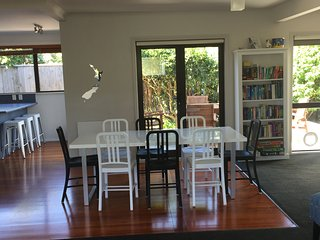 Comfortable House with Deck and Housekeeping Included - Waikanae vacation rentals