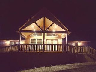 Enchanted Woods Cabin/Near Broken Bow Lake & Beavers Bend State Park - Hochatown vacation rentals