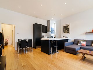 Lovely 2 bedroom Apartment for 6 in Kensington * Best Internet Rates * NM01 - London vacation rentals