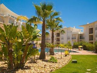 Apartment w\sea view near down town - Sesmarias vacation rentals