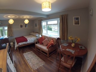 Comfortable 1 bedroom Condo in Charlton Kings with Internet Access - Charlton Kings vacation rentals
