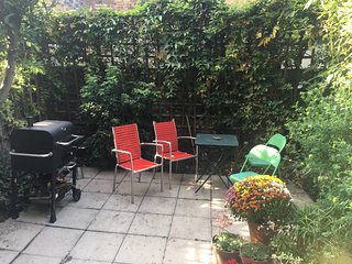 Sunny garden flat ideal for couples - Kew vacation rentals