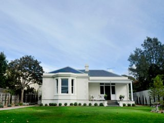 Clydesville -Great Gatsby style grandeur, waterfront and sweeping green lawns. - Queenscliff vacation rentals
