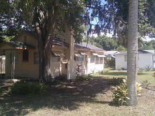 Cozy Bungalow close to the Indian River. - Titusville vacation rentals