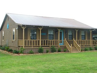 "Cozy Cabin in the Country 115 mi. NE of Dallas; Offering ""Marriage Enrichment"" - Powderly vacation rentals"