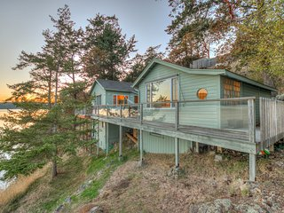 Mariner's Dream--Mesmerizing Cottage on the Waterfront, Orcas Island, WA - Orcas vacation rentals