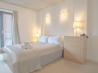 Modern 1 Bed Apartment Shoreditch –  #BH1070 - London vacation rentals