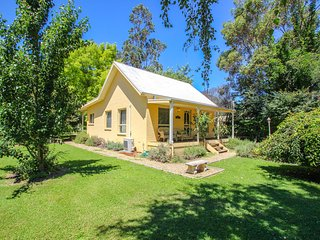 Charming 2 bedroom House in Harrietville with Deck - Harrietville vacation rentals