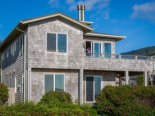 Stunning Ocean Front , Pet Friendly, 3 bedroom with Private Hot Tub. - Yachats vacation rentals