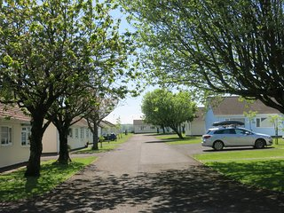 3 Gower holiday Village Self catering 2 bedroom Bungalow - Scurlage vacation rentals