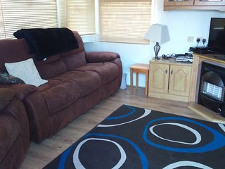 3 bed 5 berth Holiday Home, large decking, Summerfields 119 Park Resorts, - Hemsby vacation rentals