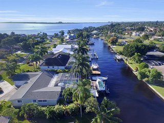 Villa Azzurro Cape Coral Waterfront Vacationhome - Cape Coral vacation rentals