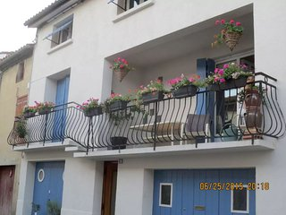 Le Balcon ---An entire apartment within an 18th century house - Sainte-Colombe-sur-l'Hers vacation rentals