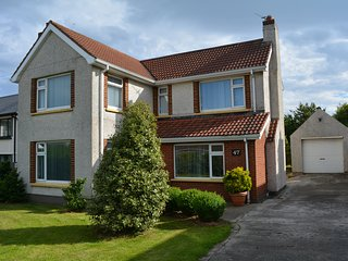 Spacious house with 2 double bedrooms downstairs and 4 double bedrooms upsta - Portstewart vacation rentals