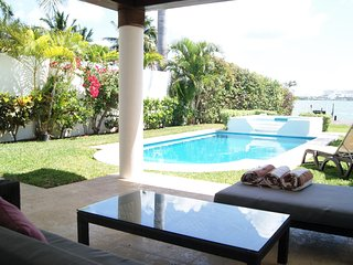Luxury in Cancun Hotel Zone - 2 Bedroom Apartment - Pool & Garden - CC2B - Cancun vacation rentals