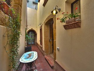 Romantic 1 bedroom Vacation Rental in Caltagirone - Caltagirone vacation rentals