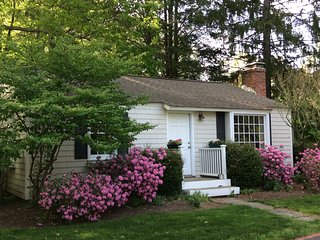Cozy 2 bedroom Weston Cottage with Internet Access - Weston vacation rentals