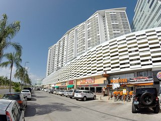 M-1204 Malecon Americas - Cancun vacation rentals