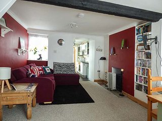 GREENWICH COTTAGES, mid-terrace, coastal, ground floor bedroom, in St Dennis - Saint Dennis vacation rentals
