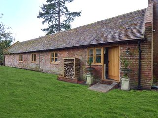 THE BOTHY, stunning ground floor cottage, woodburner, patio, in Meeson, Ref - Ellerdine vacation rentals