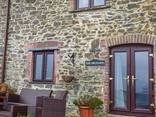 THE ORCHARD, upside down character cottage, woodburning stove, WiFi, mezzanine - Okehampton vacation rentals