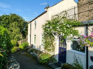 ROCK COTTAGE, village and country views, original features, Winster, Ref 955895 - Winster vacation rentals