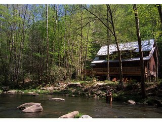 Nantahala Riverfront Cabin Near Bryson City - Lake Nantahala vacation rentals