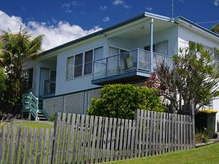 Sunny 2 bedroom Crescent Head House with Garage - Crescent Head vacation rentals