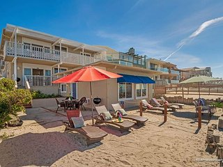 Lovely beach condo w/ semi-private beachDesigner Decorated & A/C Equipped - Oceanside vacation rentals