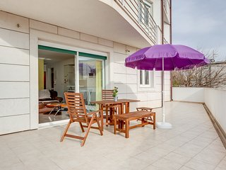 Spacious Modern Apartment with Sunny Terrace and Private Parking - Split vacation rentals