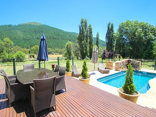 Charming Wandiligong vacation House with Deck - Wandiligong vacation rentals