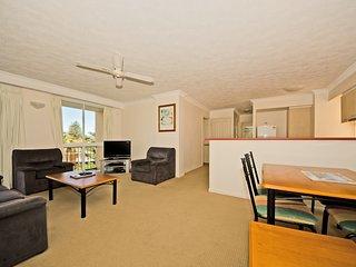2 Bedroom family apartment near the beach - 4 - Broadbeach vacation rentals