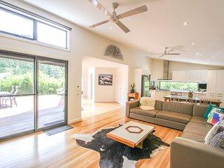 Gorgeous 3 bedroom Harrietville House with Deck - Harrietville vacation rentals