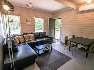 Adorable House in Harrietville with A/C, sleeps 5 - Harrietville vacation rentals