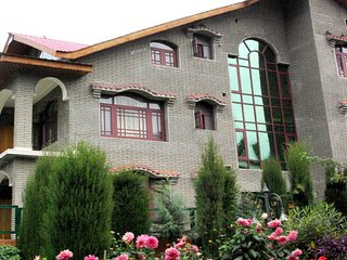 Comfortable 10 bedroom Resort in Srinagar - Srinagar vacation rentals