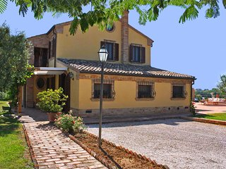 CASALE FRANCESCA - Private Villa with Pool, wi-fi, beach 15 Km, pet-friendly - Morrovalle Scalo vacation rentals