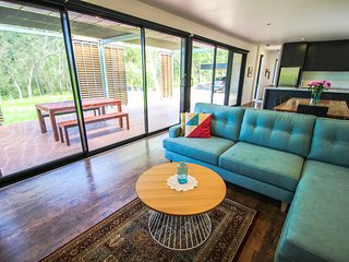 Bright House in Bright with Deck, sleeps 8 - Bright vacation rentals