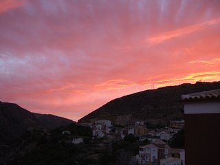Penthouse with stunning lake views -Ideal for Granada/Sierra Nevada. Free wifi! - Guejar Sierra vacation rentals