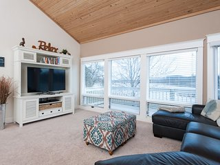 Riverview Retreat - Large Waterfront Home. Sleeps 12. Downtown Douglas steps - Douglas vacation rentals