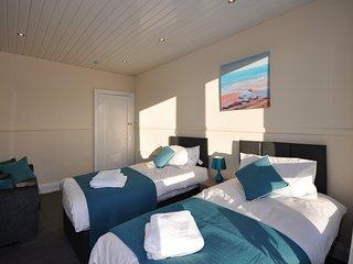 Comfortable 2 bedroom Hamilton Condo with Television - Hamilton vacation rentals